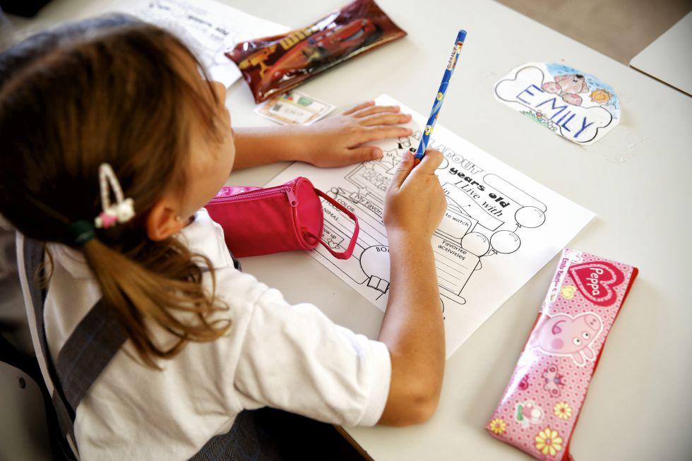 Una niña en su aula del colegio público Cortes de Cádiz de Madrid el pasado septiembre.