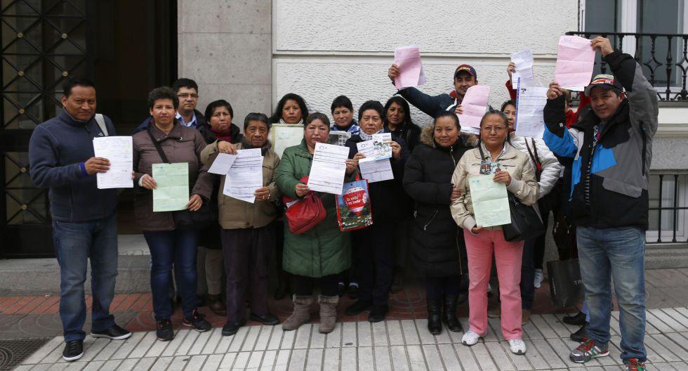 Afectados por el cierre de OGC tras la reunión con el embajador de Ecuador en España.