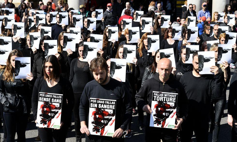 Protesta antitaurina ante el Ayuntamiento de Valencia el pasado sábado.