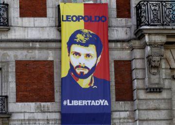 La Casa de Correos luce un cartel en apoyo al venezolano Leopoldo López