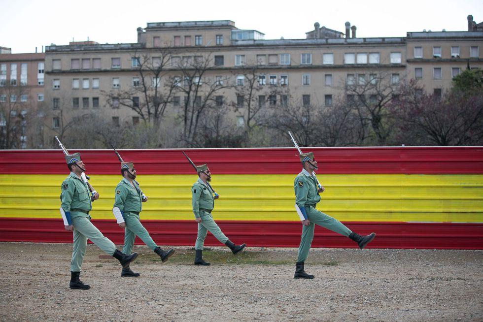 Legionarios ensayando desfiles en Sant Andreu