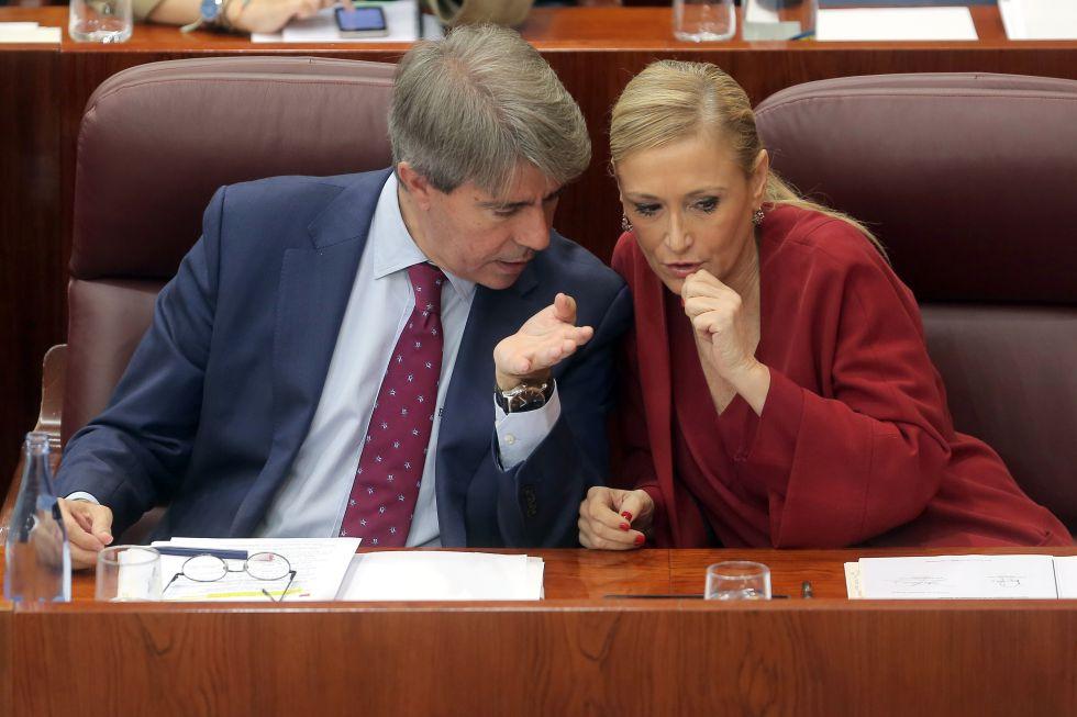 Ángel Garrido y Cristina Cifuentes en un pleno de la Asamblea de Madrid.