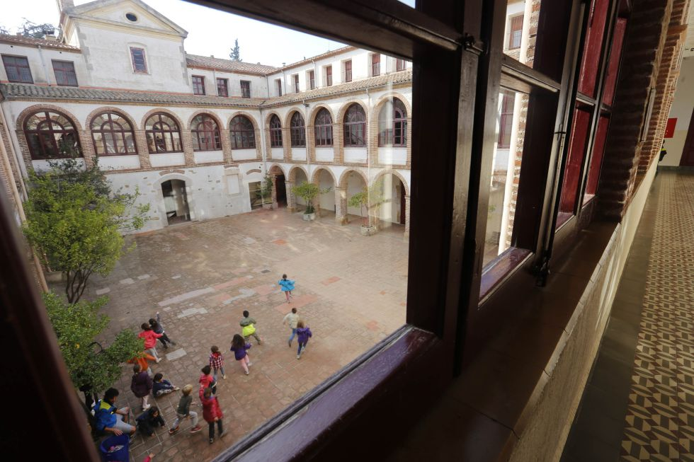La Conrería, una casa de colonias en Barcelona, es uno de los sitios habilitados por la Generalitat para recibir a los refugiados