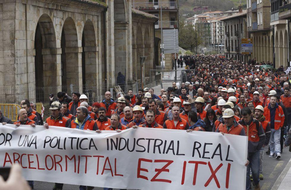 Manifestación por las calles de Zumarraga contra el cierre de Arcelor.
