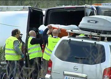 Mueren 13 universitarias al volcar un autobús en Tarragona