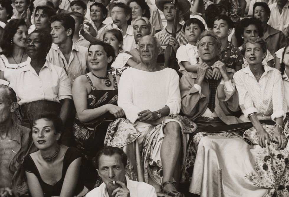 Picasso en los toros, con su mujer Jacqueline, familiares y amigos, de Jan Adam Stevens. Vallauris, agosto de 1955.