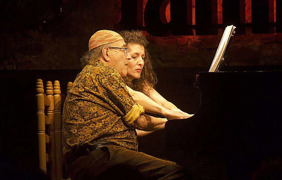 Carles Santos e Inés Borràs, ante el piano, en Jamboree.