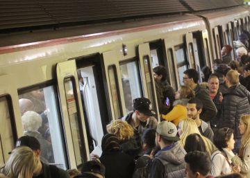 La plantilla de Metro hará paros el día del Barça-Madrid en el Camp Nou