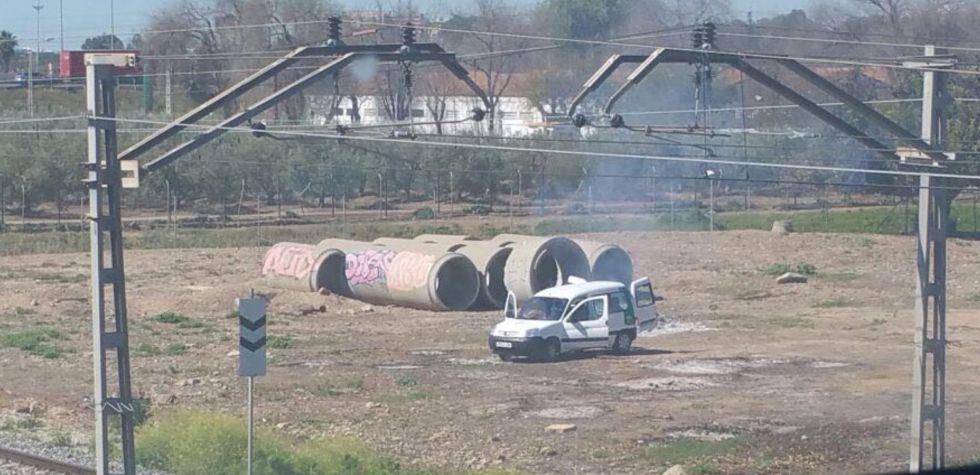 Imagen tomada por el denunciante durante el momento de la quema.