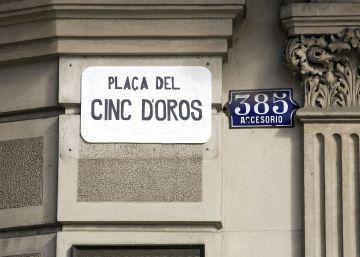 Colau rebautiza la plaza de Juan Carlos I como 'Cinc d'Oros'