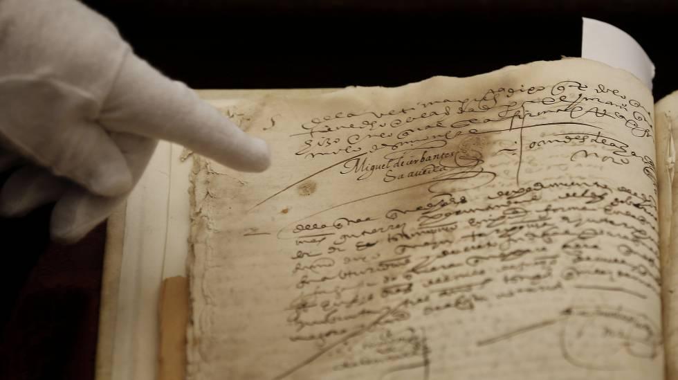 Detalle del manuscrito en el que parece la firma de Cervantes.