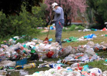 La fiesta de San Cemento llena de basura la Complutense