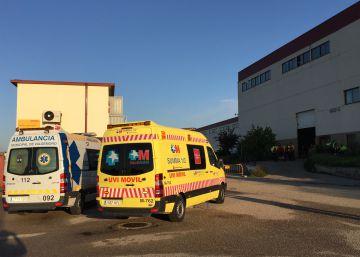 Dos ambulancias delante del lugar donde se ha producido el atropello.