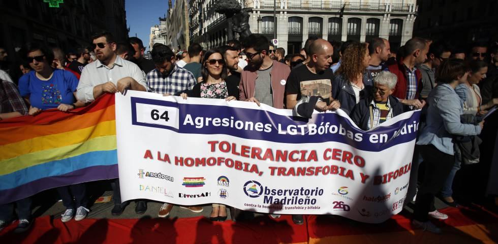Pancarta con el número de agresiones homófobas en la región.