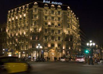 Colau quiere vetar las reformas de calado en la mayoría de hoteles