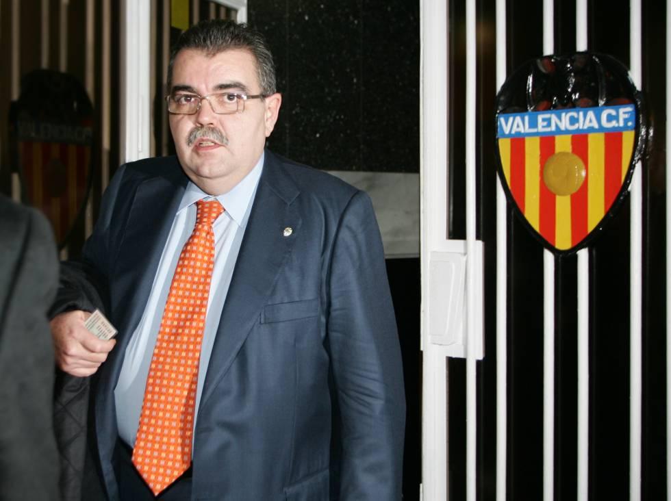El gobierno de camps anim al valencia cf a colaborar con for Oficinas valencia cf