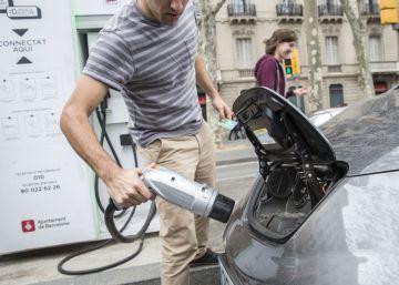 El 'Govern' obligará a comprar coches eléctricos a las Administraciones