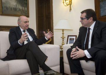 El ministro del Interior, Jorge Fernández, y su homólogo catalán, Jordi Jané.