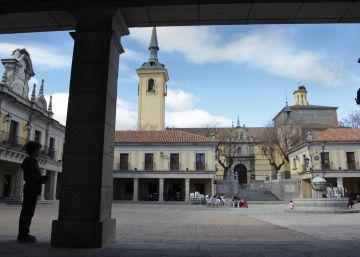 El PSOE propone retirar las placas franquistas que protegió la Comunidad en Brunete