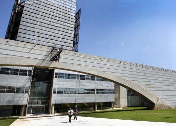 Las Cortes aprueban en comisión la nueva ley de RTVV