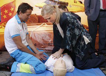 Cifuentes rompe su promesa y nombra a dedo a seis gerentes de hospital