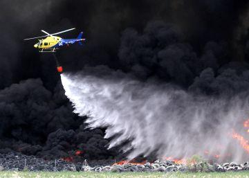 El fuego colapsa la salida de Madrid por la autovía de Andalucía