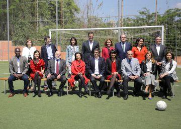 Sánchez presenta en Barcelona el equipo con el que aspira a gobernar