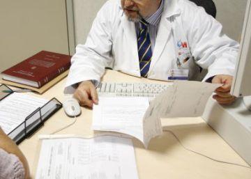 Médicos públicos ganan 1,5 millones al vender adjudicaciones sanitarias