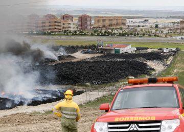 """El fuego de Seseña sigue """"estable"""" pero los ecologistas alertan del riesgo"""