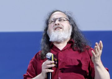 """""""Los teléfonos móviles serían el sueño de Stalin"""", dice Stallman"""