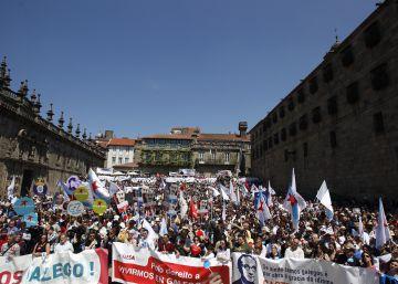 """Una multitud marcha en Santiago con el """"espíritu"""" de Manuel María"""