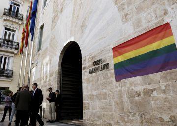 Las Cortes se suman al Día contra la LGTBfobia con la bandera arcoíris