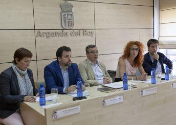 Cinco alcaldes denuncian la inacción de la Comunidad ante una plaga de moscas y mosquitos