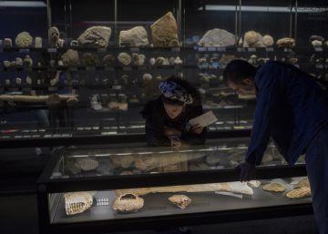 Los barceloneses van al museo en pareja