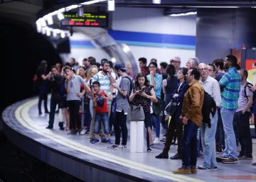 Cifuentes avisa a los huelguistas que Metro no aceptará los 72 días libres