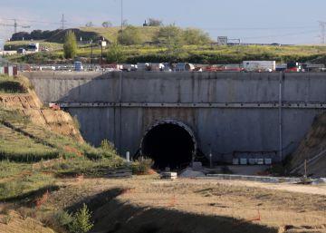 Tuneladora del tren a Navalcarnero, abandonada a las afueras de Móstoles.