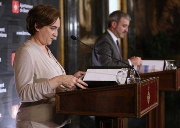 El PSC refuerza el gobierno de Colau en su peor momento