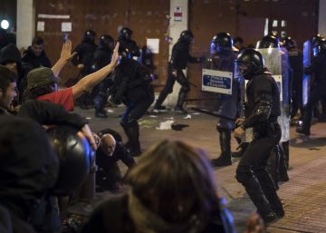 Cargas de los Mossos el segundo día de manifestación en Gràcia.