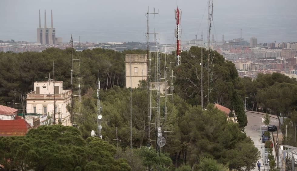 Antenas de emisoras de radio en el barrio del Carmel (Barcelona)