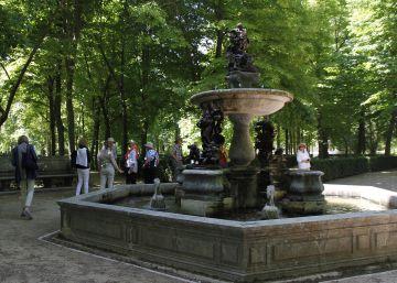 Patrimonio cambia por réplicas tres estatuas del palacio de Aranjuez