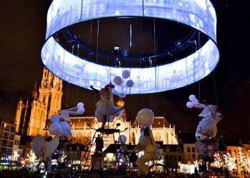 Una escena del espectáculo 'Pedaleando hacia el cielo', de la compañía belga Tol Theatre.