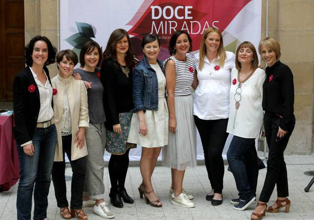 Nueve de las integrante de Doce Miradas en su tercer aniversario
