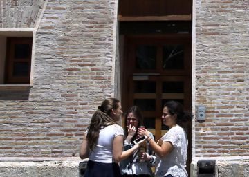 El TSJ valenciano alza la suspensión de las becas universitarias