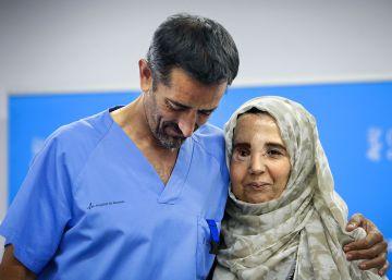 El doctor Cavadas recupera el rostro de una mujer rechazada