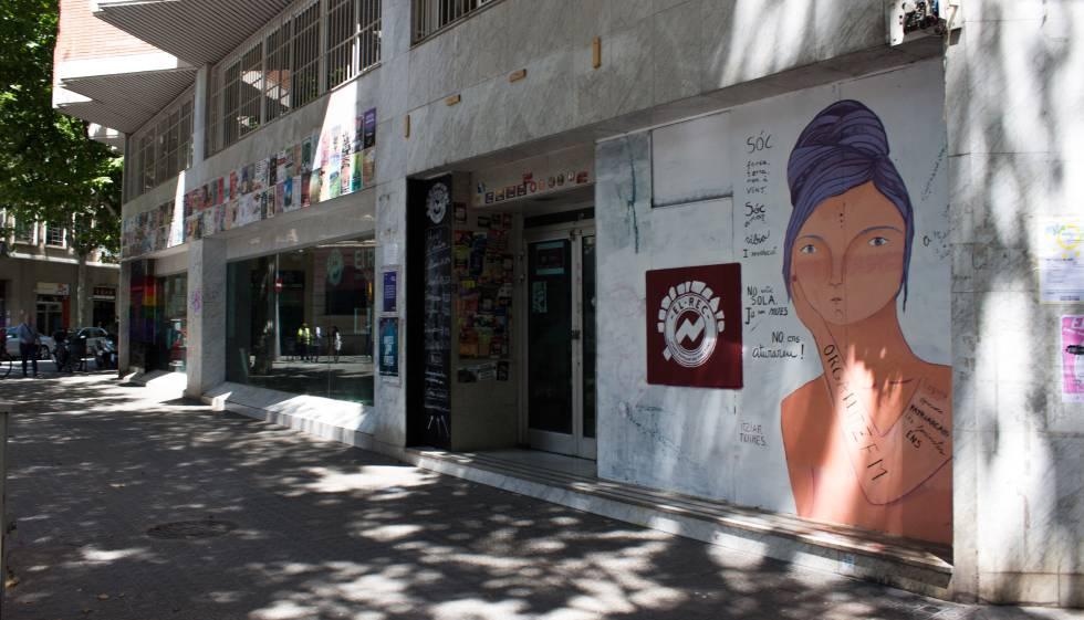 El otro banco expropiado una oficina de las juventudes de for Oficinas banco popular barcelona