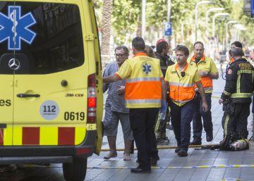 Un incendio en un ático obliga a evacuar un edificio en Barcelona