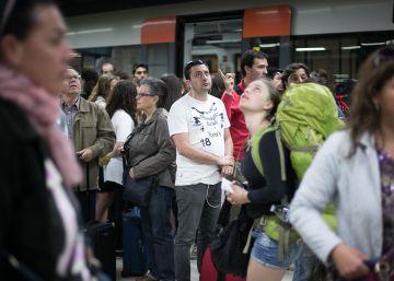 La Generalitat acusa a Adif de maquillar los retrasos de los trenes
