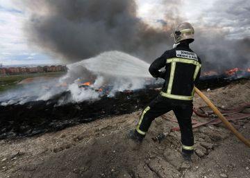 23 días para apagar 80.000 toneladas de ruedas ardiendo