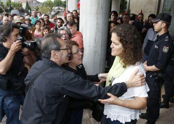Una activista acusada de falsear documentos pacta 11 meses de prisión