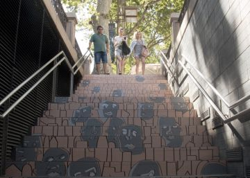 El arte llega a las escaleras del metro de Barcelona